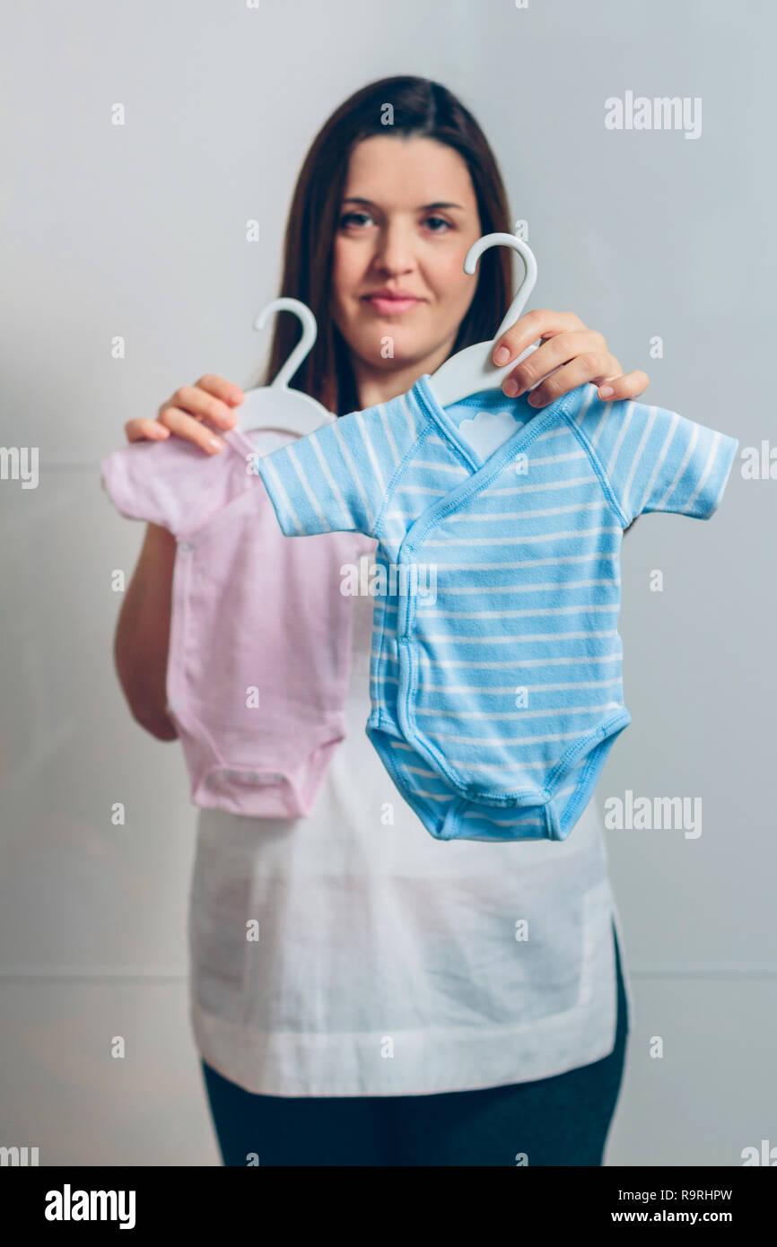 Schwangere Frau Mit Baby Bodys Indoor Selektiver Fokus Auf Blau