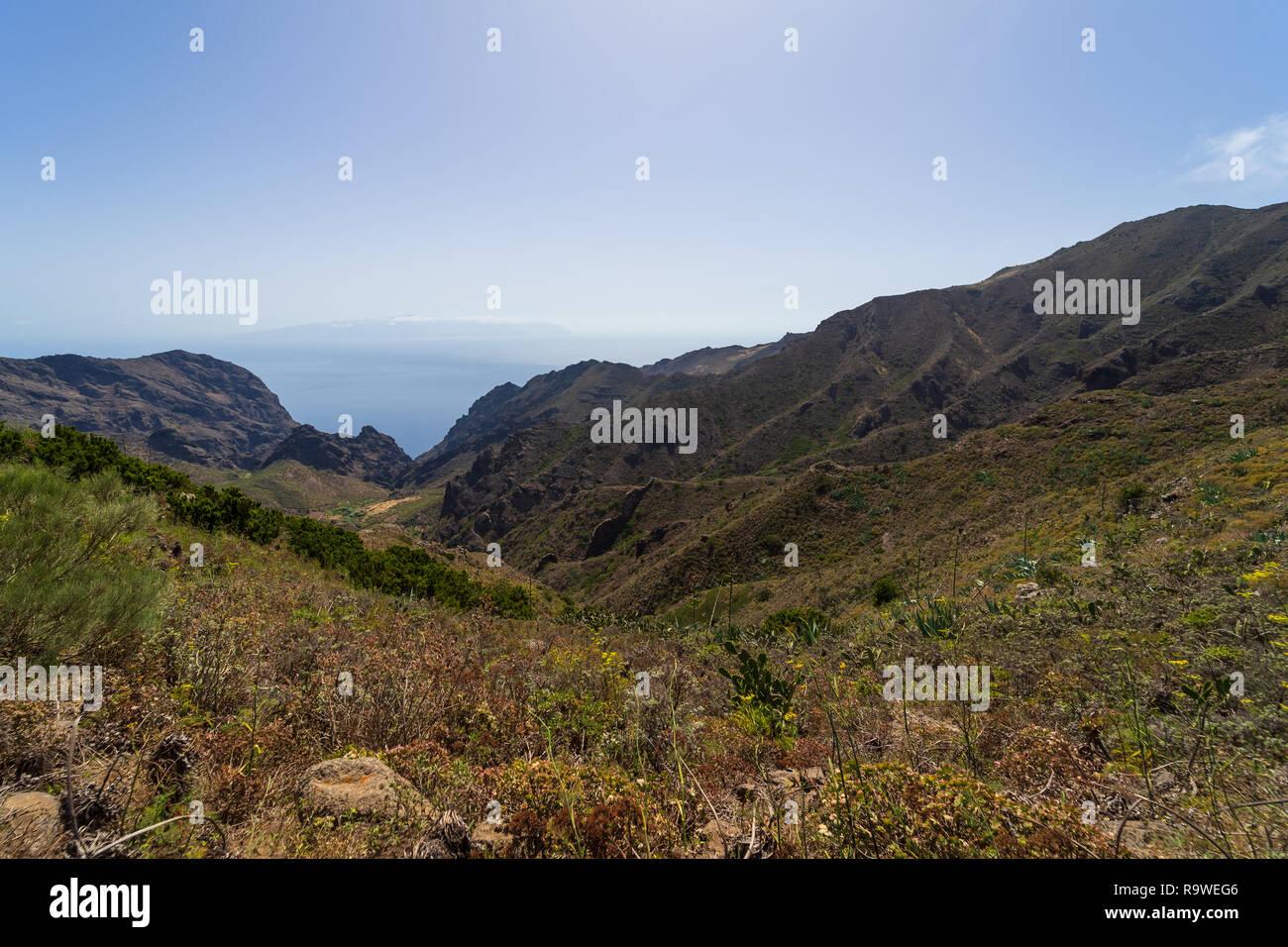 Die Vew der Teno Massiv (den Berg Macizo de Teno), ist einer der drei vulkanischen Formationen, die Anlass zu Teneriffa, Kanarische Inseln, Spanien gab. Stockbild