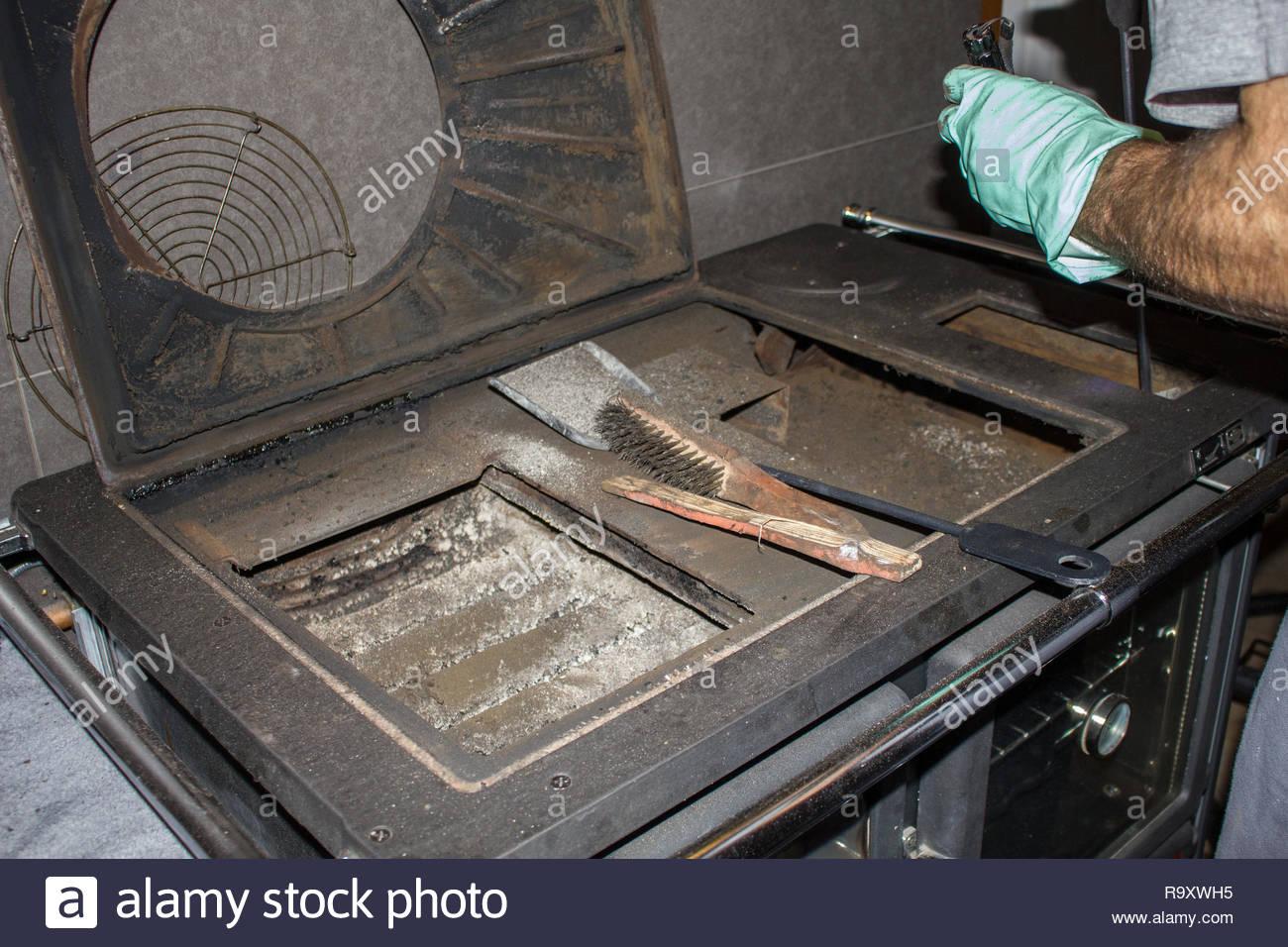 Reinigung einer Küche Herd Stockbild