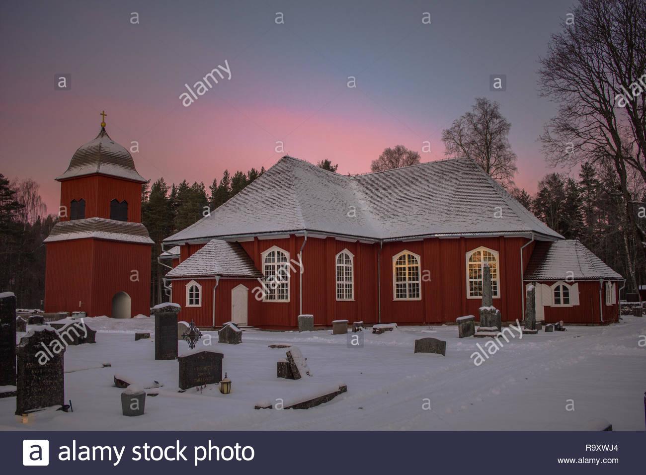 Kirche von dem schwedischen Ort Nordmark an einem kalten Wintermorgen Stockbild