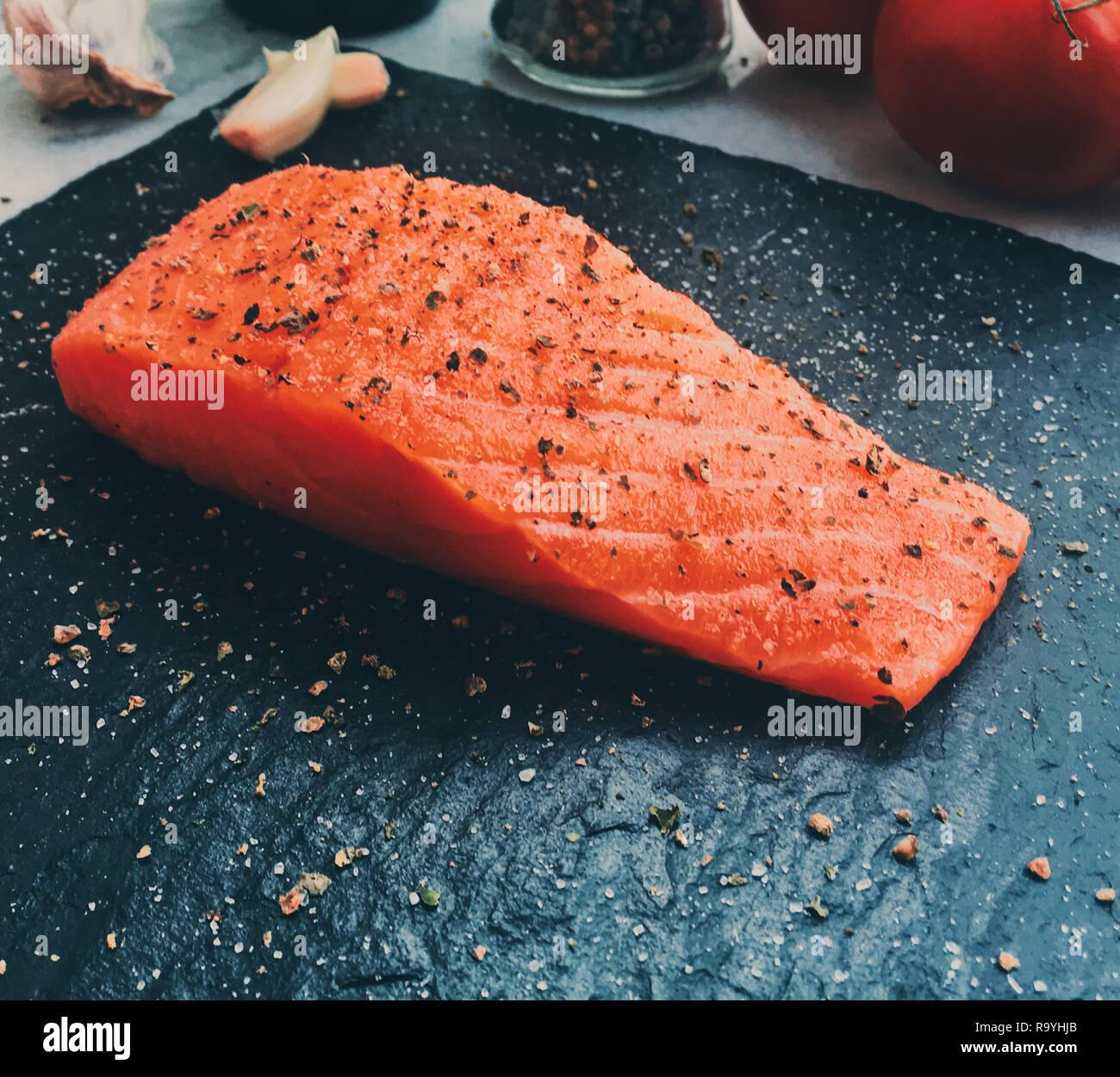 Roh marinierter Lachs - gesunde Ernährung und mediterrane ...
