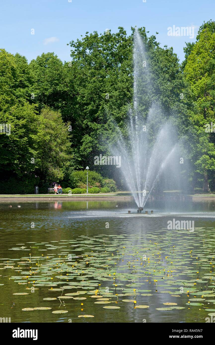 Teich Mit Springbrunnen Französischer Garten Celle Niedersachsen