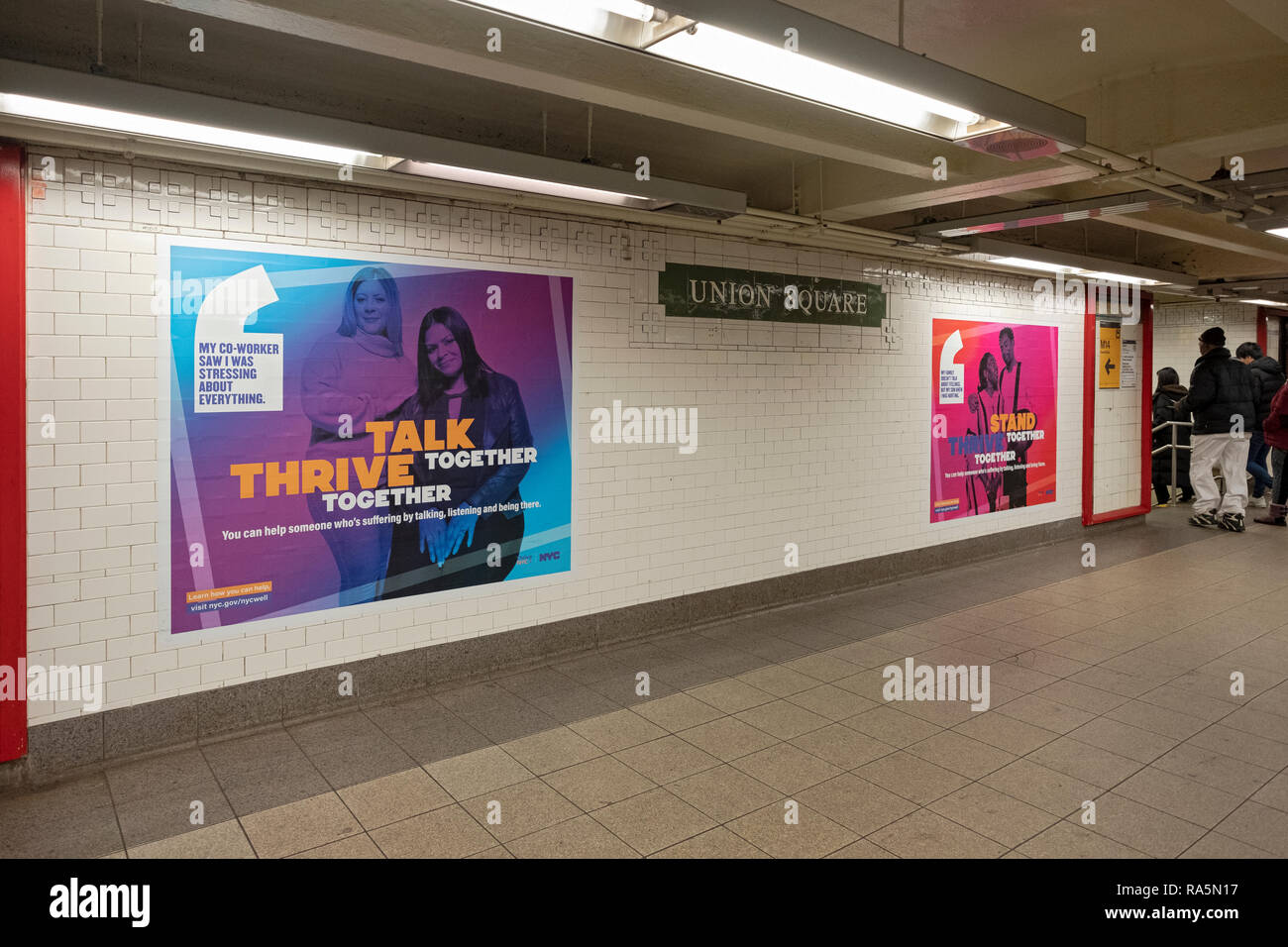 Plakate für die NYC BEMÜHEN Programm in der Union Square U-Bahn Station in Manhattan, New York City. Stockbild