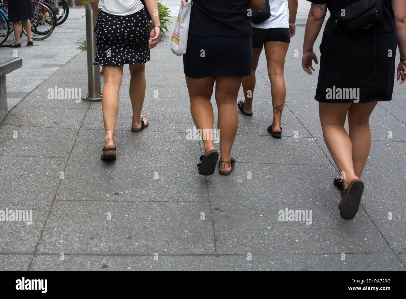 Frauen Beine Stockfotos & Frauen Beine Bilder Alamy