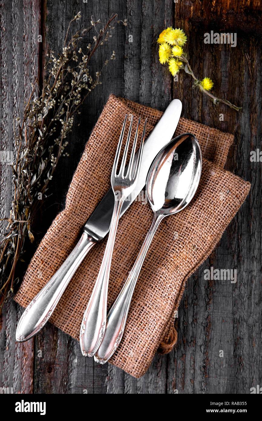 Altes Silberbesteck Auf Holzernen Hintergrund Stockfotografie Alamy