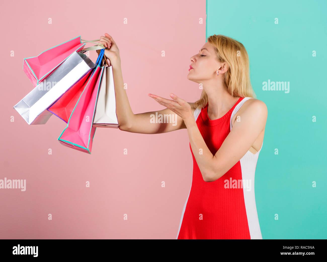 Mädchen mit Shopping zufrieden. Tipps zum Vertrieb erfolgreich ...