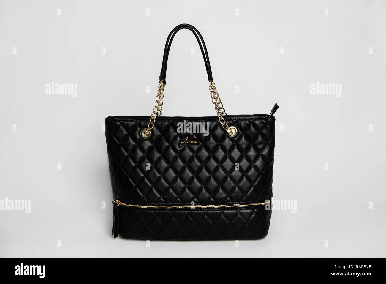 69c08023dd442 Guess Handtasche