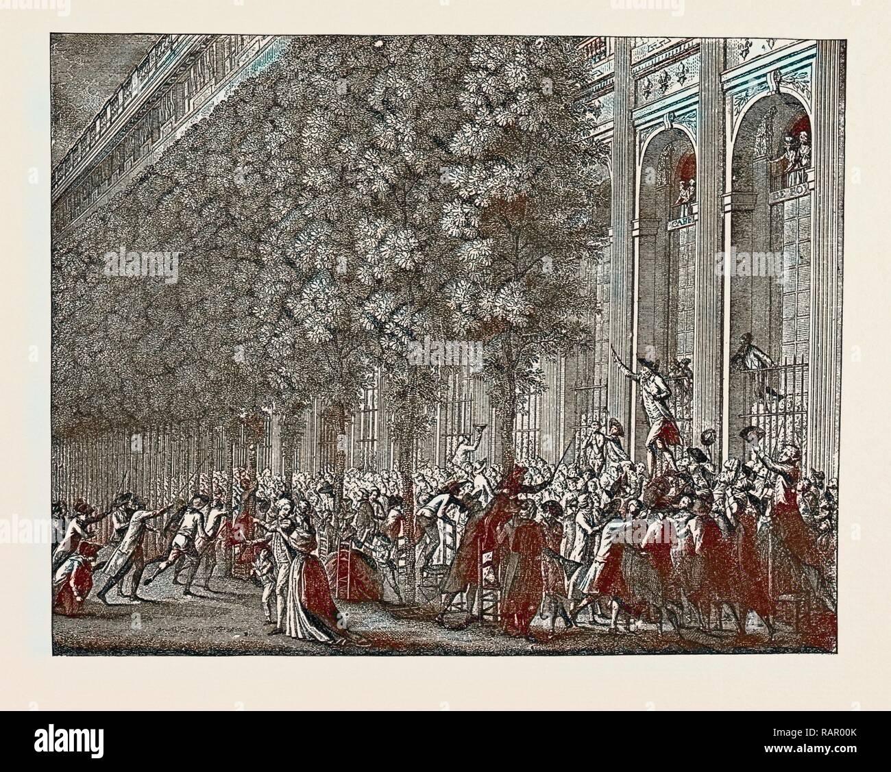 Die französische Revolution: DESMOULINS SAMMELN DIE MENSCHEN AUS DEM CAFÉ DE FOY, IM PALAIS ROYAL, 12. Juli 1789 überarbeitet Stockbild