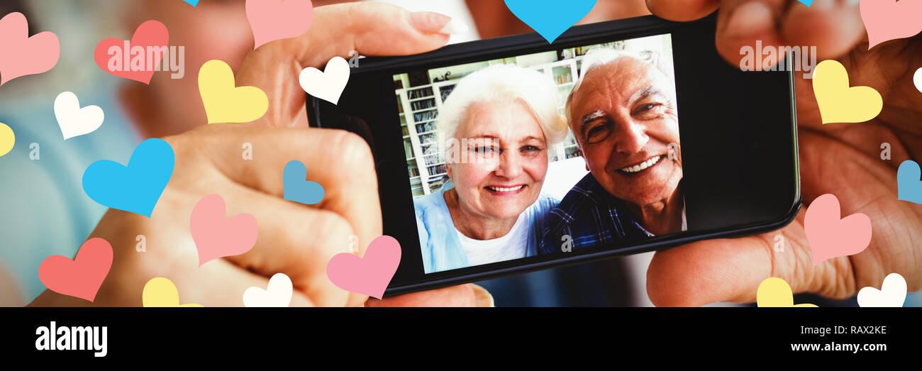 Das zusammengesetzte Bild von anschaulichen Bild mit bunten Herzen formen Stockbild