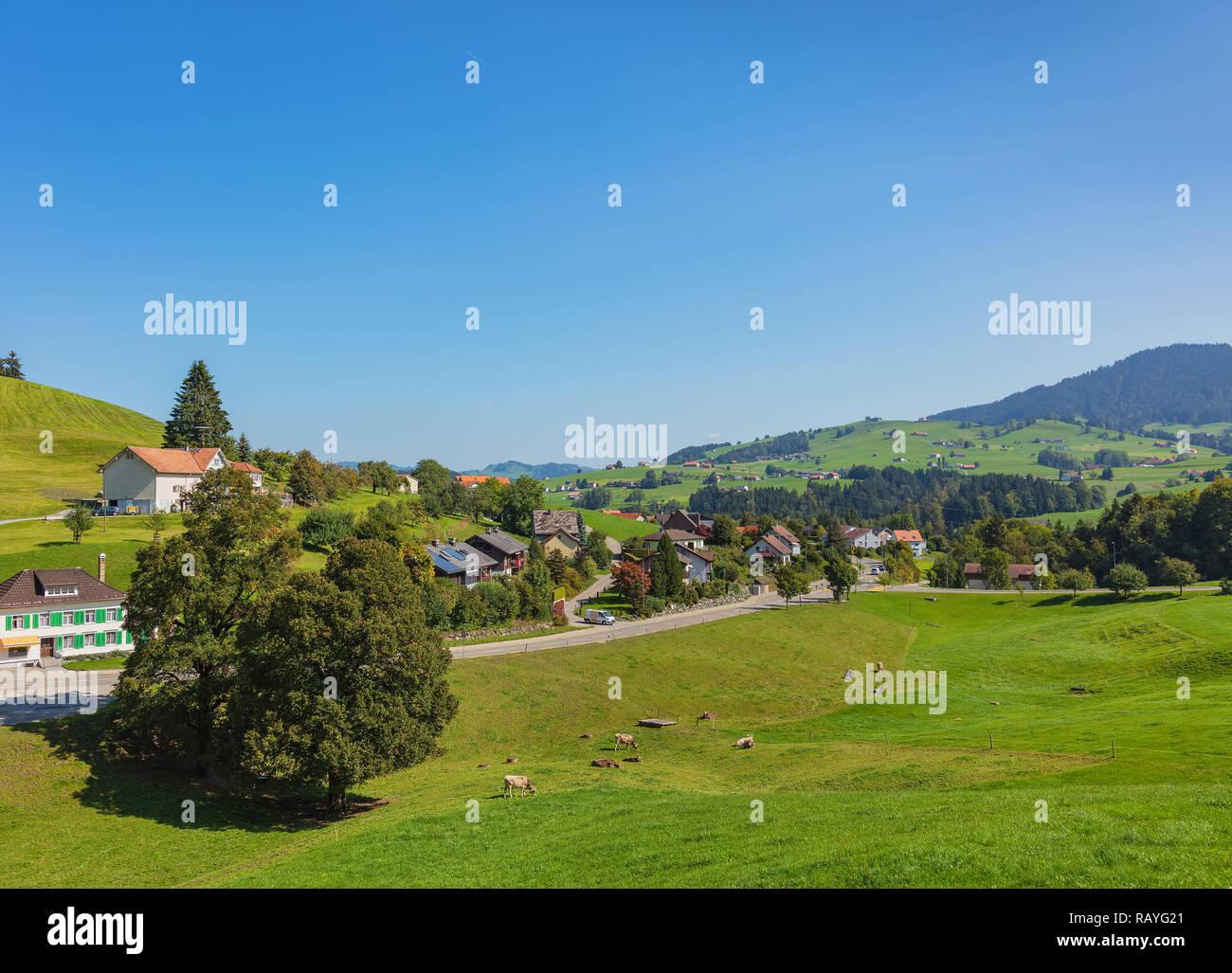 Auf dem Land in der Schweiz im Herbst - das Bild wurde im September in der Nähe von Appenzell. Stockbild