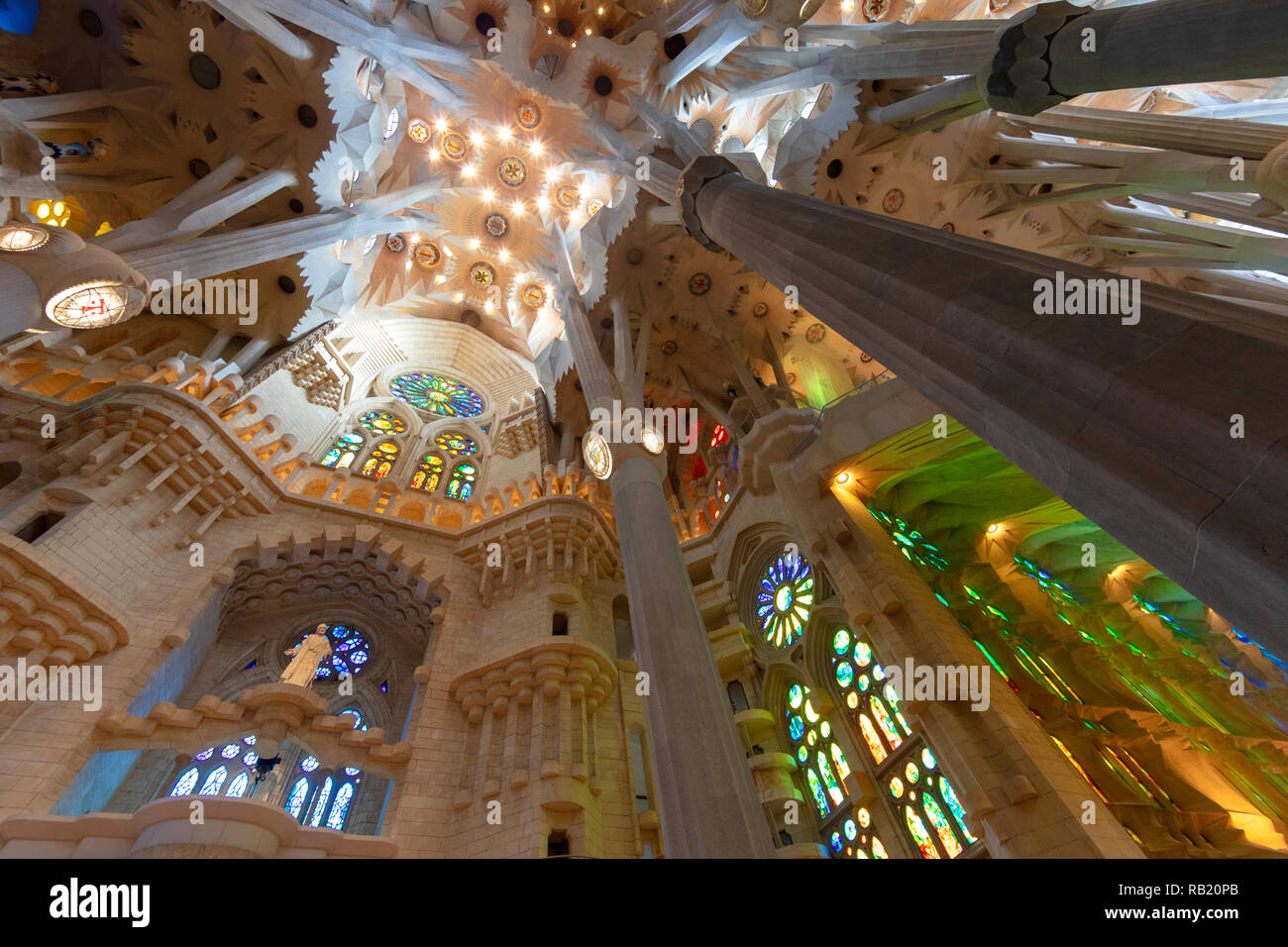 Innenansicht, Deckengewölbe Sagrada Familia, Barcelona, Spanien Stockbild