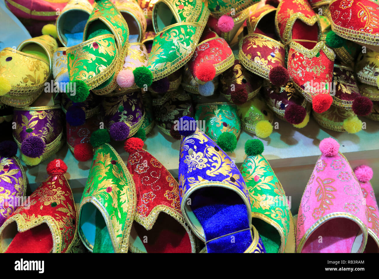 e1cac6c5680757 Souvenir Shoes Istanbul Turkey Stockfotos   Souvenir Shoes Istanbul ...