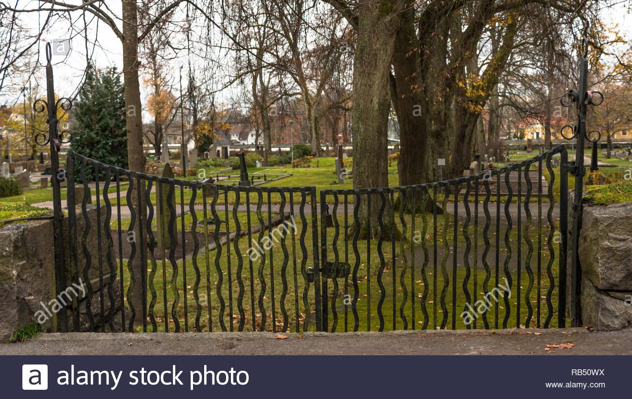 Blick über einen Friedhof an einem Herbsttag in Schweden Stockbild