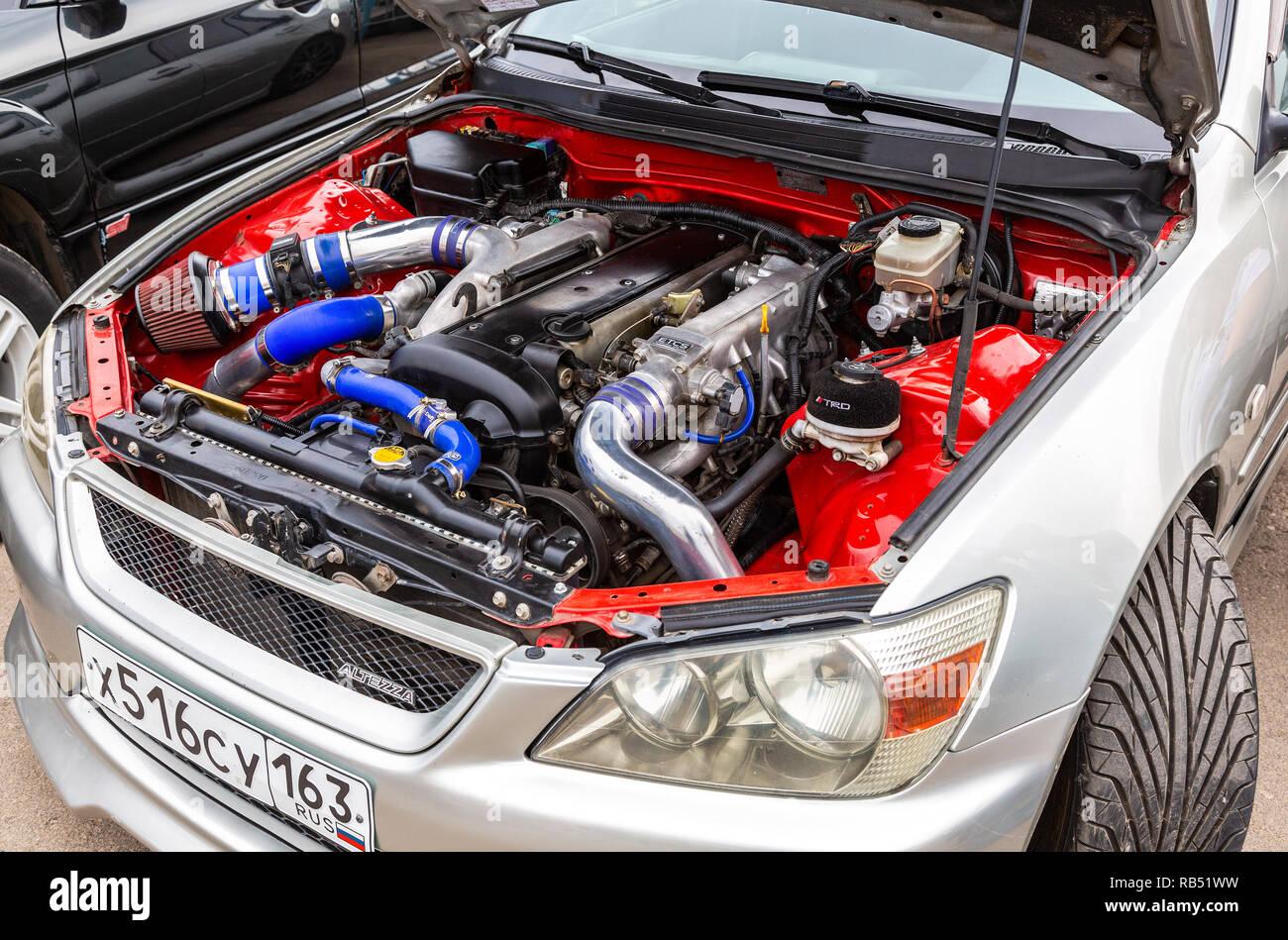 Samara, Russland - 19. Mai 2018: Getunten turbo Auto Motor von Toyota Altezza, unter der Haube des Fahrzeugs Stockbild