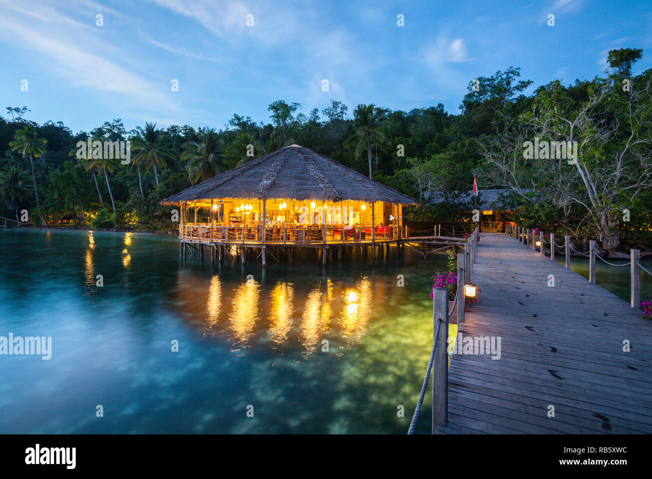 Resort Papua Explorer Taucher, Raja Ampat, Indonesien Stockbild