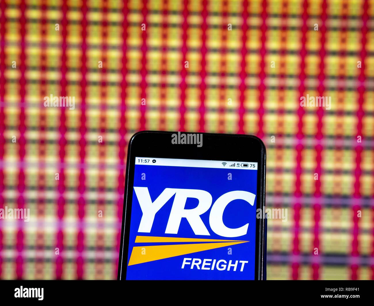 Kiew, Ukraine. 7 Jan, 2019. YRC Worldwide Holding Company Logo gesehen auf einem Smartphone angezeigt. Quelle: Igor Golovniov/SOPA Images/ZUMA Draht/Alamy leben Nachrichten Stockbild
