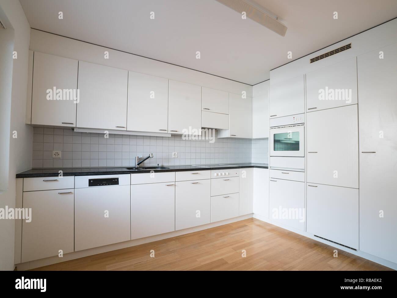 Moderne Helle Kuche In Einem Leeren Renovierte Apartment Mit
