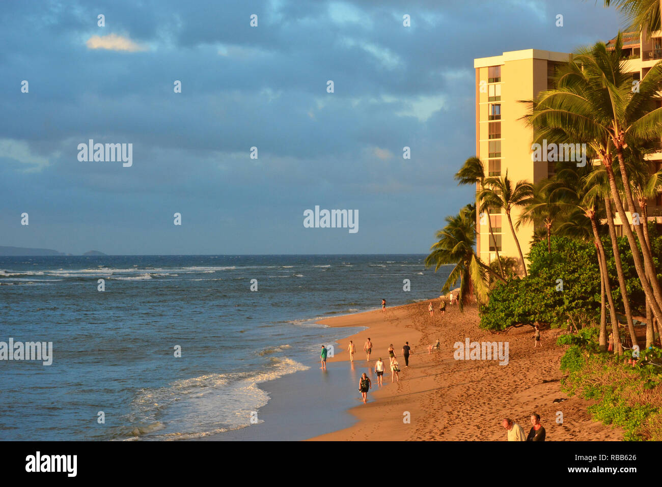Schöne Kahana Beach auf Maui, Hawaii Inseln. Zwischen Kaanapali und Kapalua an der nordwestlichen Küste gelegen. Tolle Aussicht auf Molokai über dem Wasser Stockfoto