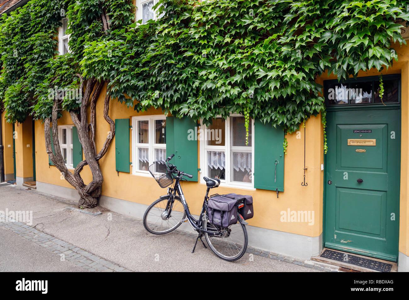 Fuggerei sozialer Wohnungsbau, Augsburg, Schwaben, Bayern, Deutschland Stockbild