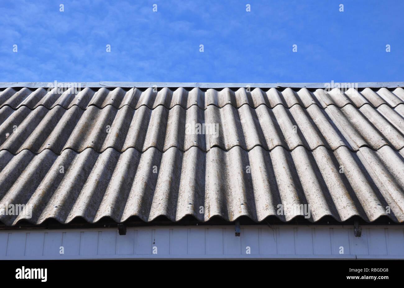 Asbest Dach Haus Asbest Dach Stockfoto Bild 230857880 Alamy