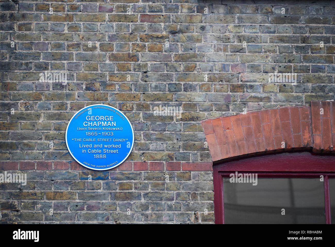Blue Plaque (über George Chapman, ein Jack the Ripper vermuten) an der Wand von Jack the Ripper Museum, Kabel-Straße, Whitechapel, London, England. Stockfoto