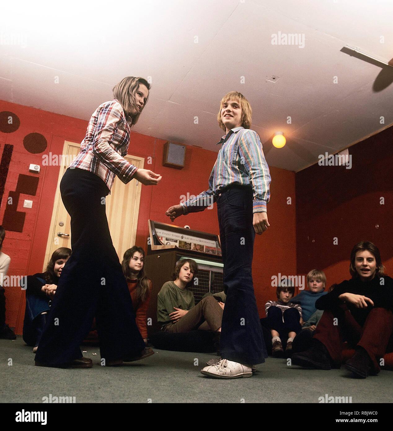 woman jeans 1970s stockfotos woman jeans 1970s bilder alamy. Black Bedroom Furniture Sets. Home Design Ideas