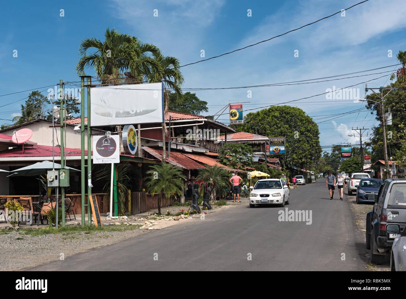 Blick auf eine Straße in Puerto Viejo, Costa Rica Stockbild