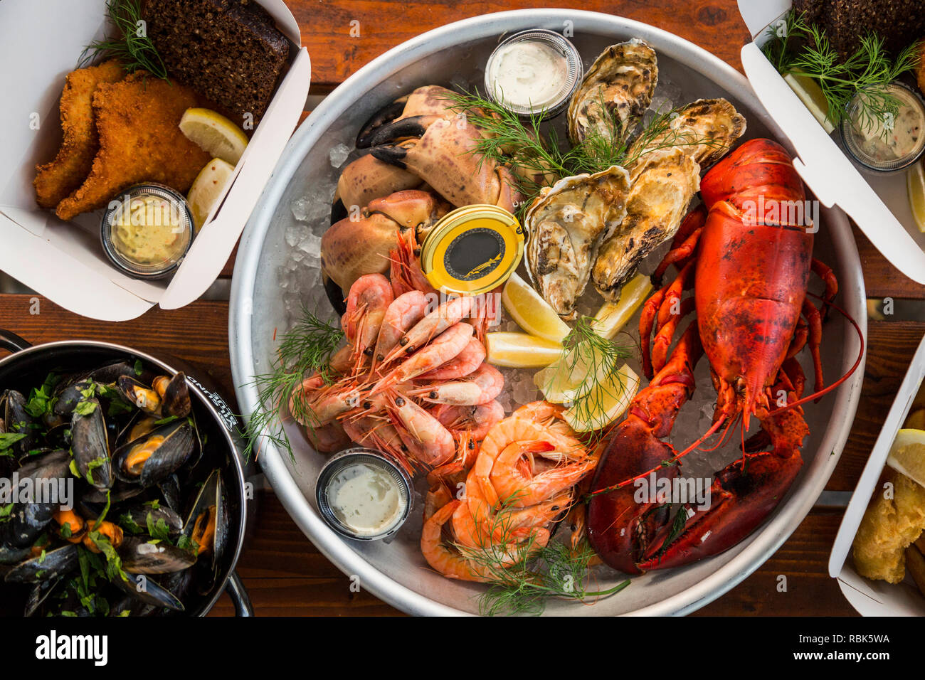 Lecker und Sustainable Seafood, direkt vom Fischerboot auf den Tisch im Restaurant Stockbild