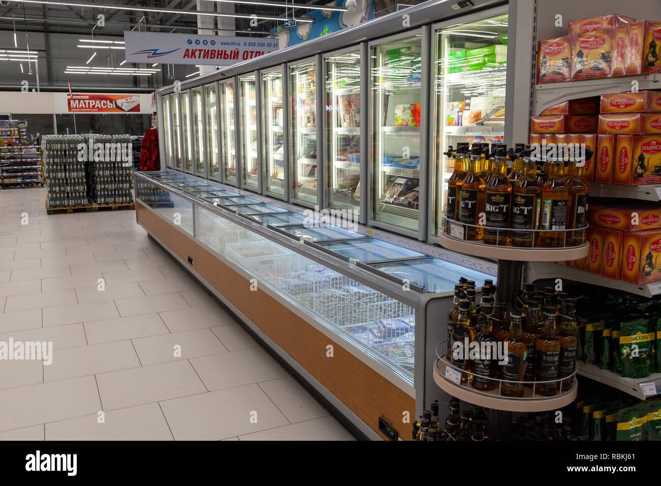 Kühlschrank Vitrine : Nowosibirsk russland supermarkt vitrinen mit