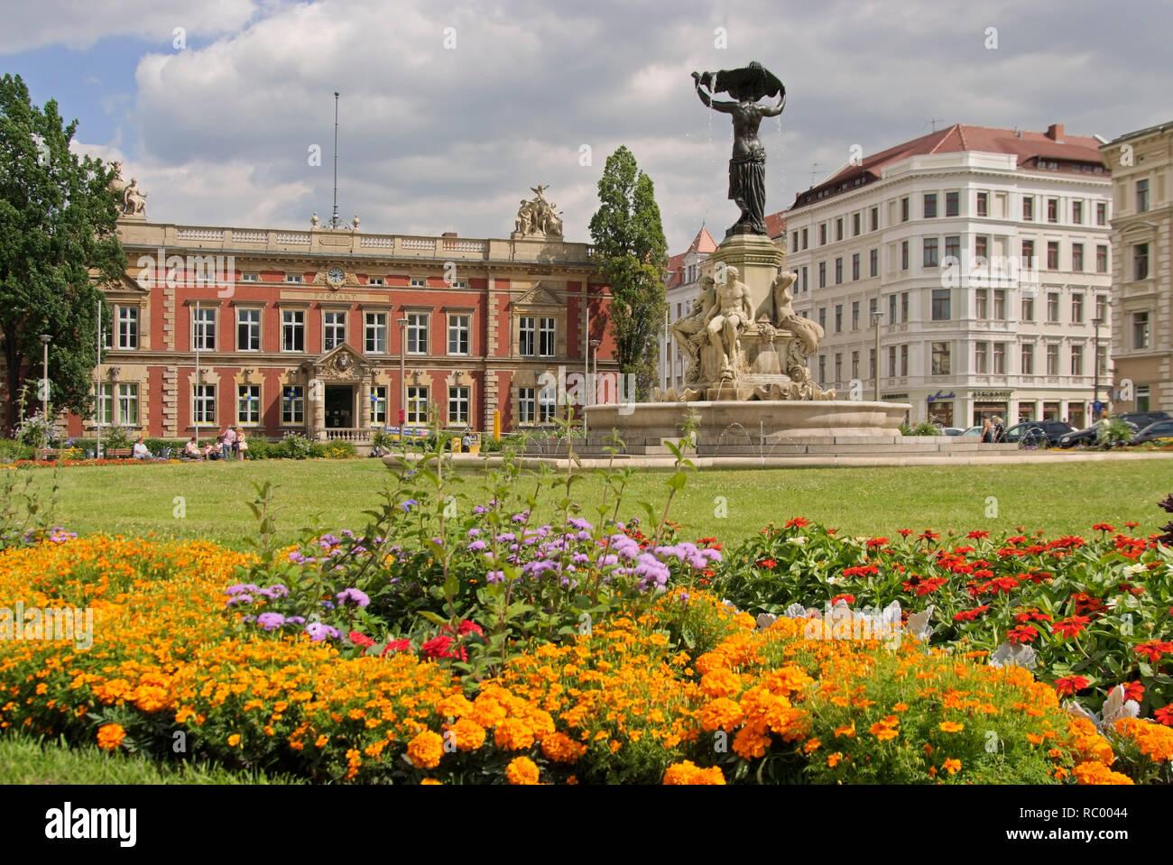 Postplatz mit Postamt, Kaiserliches Post- und Telegraphenamt, und dem Brunnen Muschelminna, Görlitz, Sachsen, Deutschland, Europa   Postplatz, Post pl Stockbild