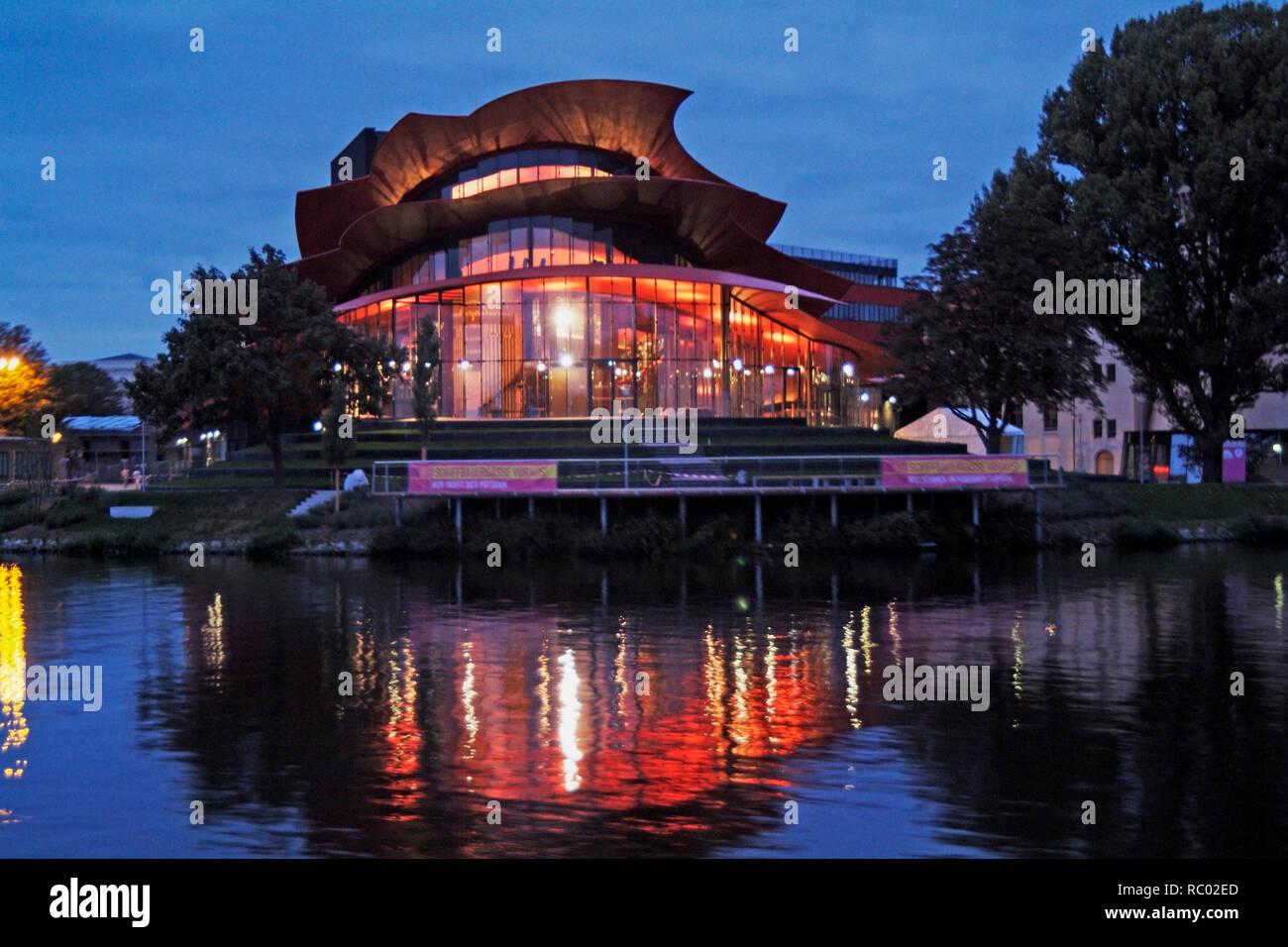 Hans-Otto-Theater am Ufer dees Tiefen sieht, Havel, Architekt Gottfried Böhm, 2006, Potsdam, Brandenburg, Deutschland, Europa | Hans-Otto-Theater am Stockfoto