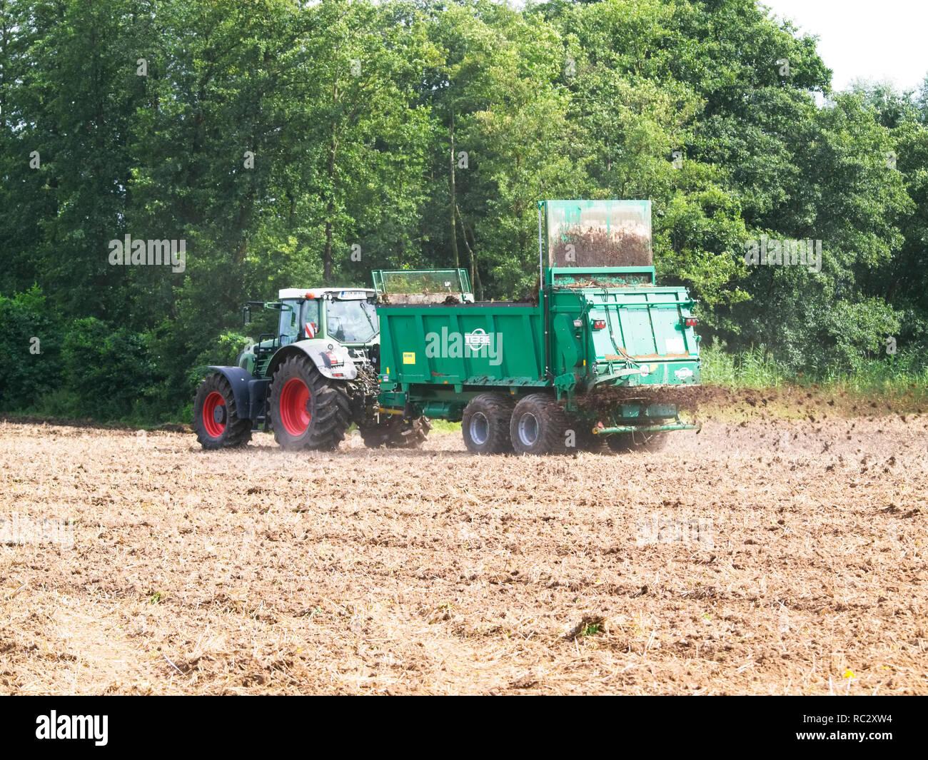 Blechspielzeug Traktor Hell Und Durchscheinend Im Aussehen Baufahrzeuge & Traktoren