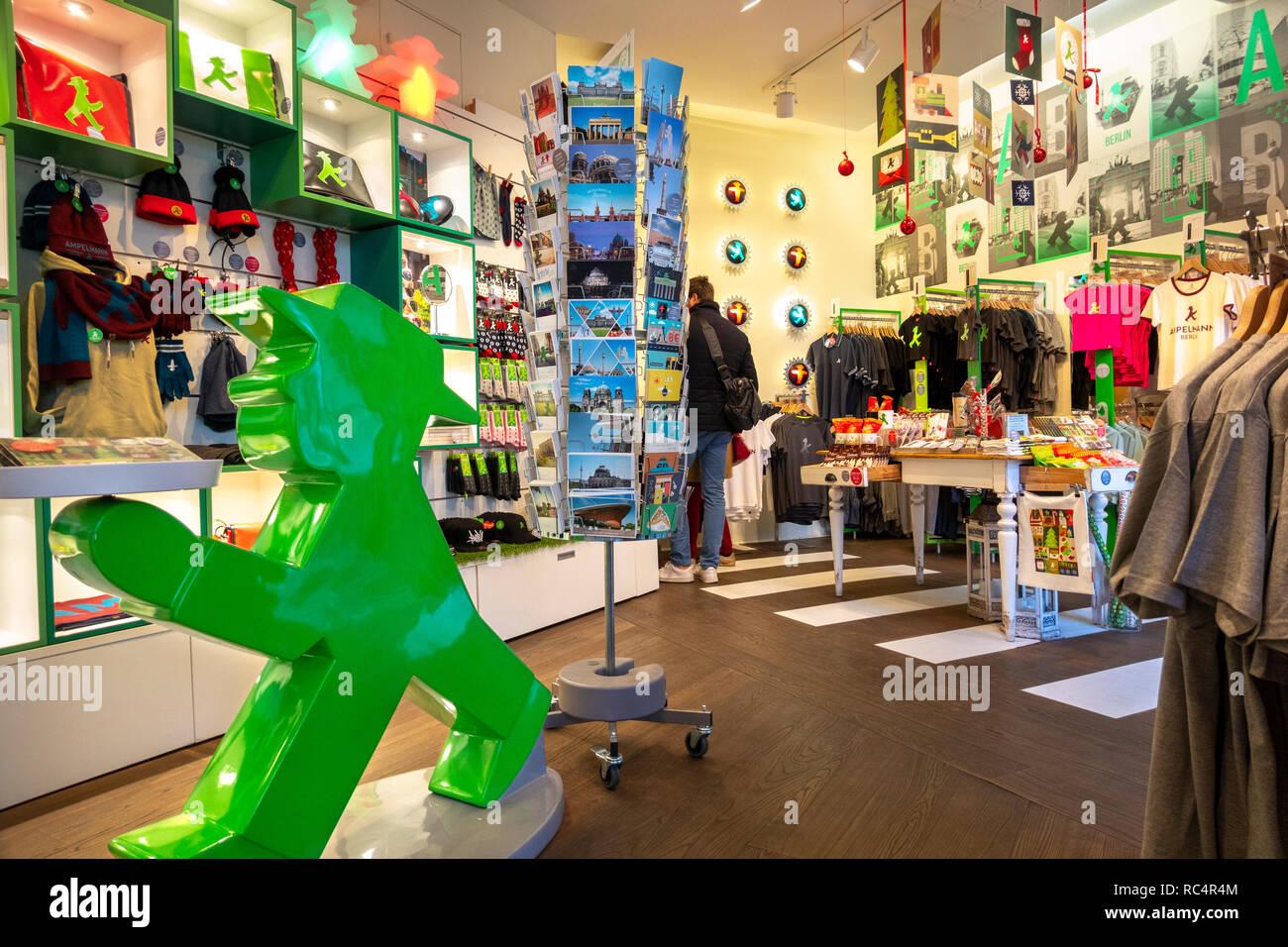 Die erste und ursprüngliche Ampelmännchen, Ampelmann Galerie Shop in den Hackeschen Höfen (Hackescher Markt) shopping Innenhöfe. Berlin, Deutschland. Stockfoto