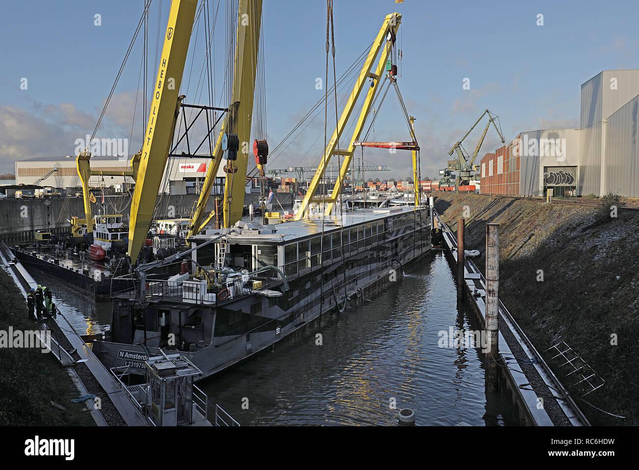 Weihnachten 2019 Köln.14 Januar 2019 Nordrhein Westfalen Köln Ein Schiff Hängt Von