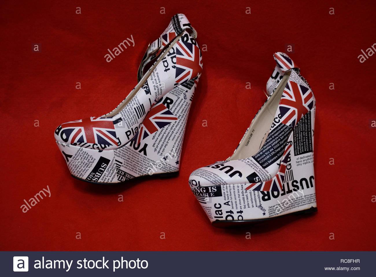 dce6168ab6 Plattform Schuhe. Hoch 6 cm Keilabsatz. Frauen high heel Plateauschuhe.  Plattform Fersen mit