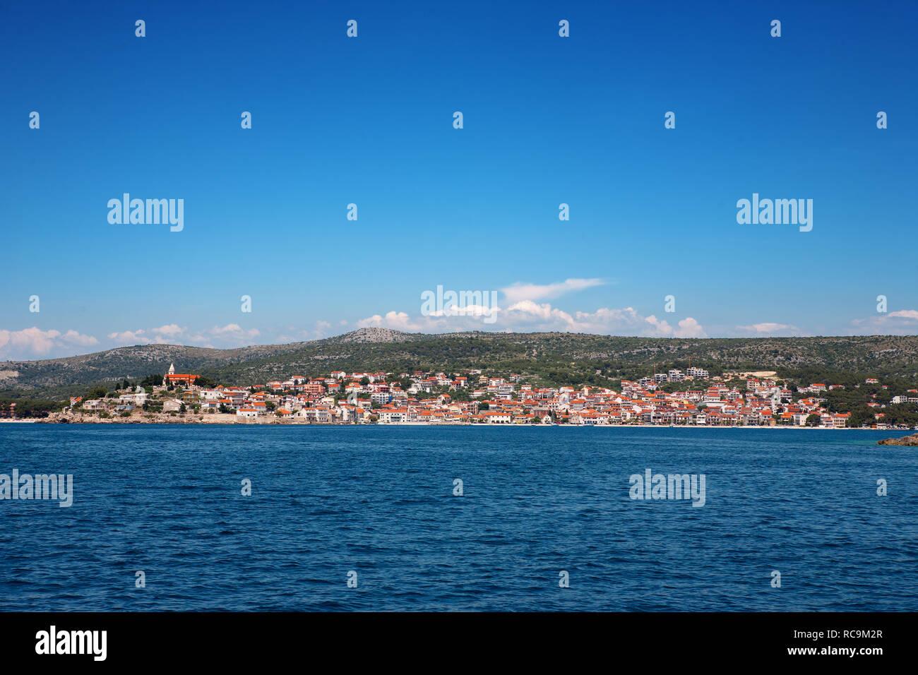 Von seewärts, ?ibenik-Knin, Kroatien Primo?ten Stockbild