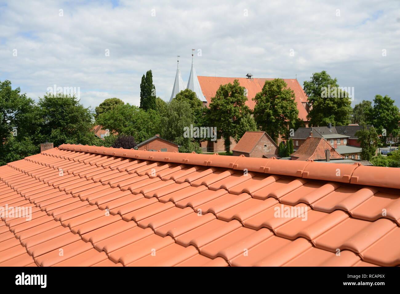 Extrem Dachdecker Arbeit: Neue Dacheindeckung (roten Ziegeldach) mit FY66
