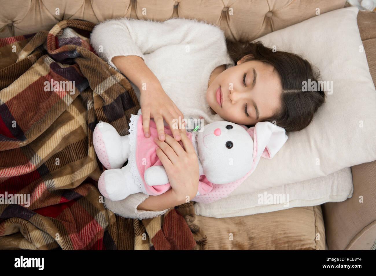 Gerne Kleine Mädchen Schlafen Im Bett Familie Und Liebe