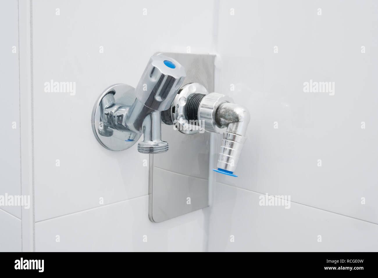 Wasserhahn Anschluss Stockfotos & Wasserhahn Anschluss ...