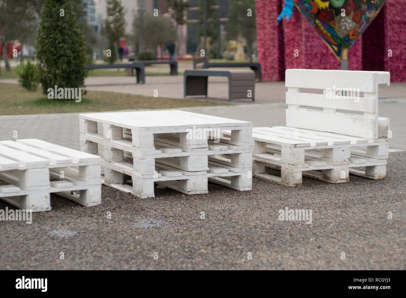 Hervorragend Holzbank aus Paletten der Fracht cargo Fällen zum Sitzen. Kreative NF54