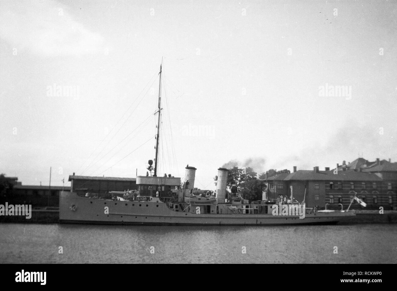 Deutsches Reich Reichsmarine Artillerieschulschiff DRACHE/Deutsches Reich Kaiserliche Marine Artillerie Schulschiff DRACHE Stockbild