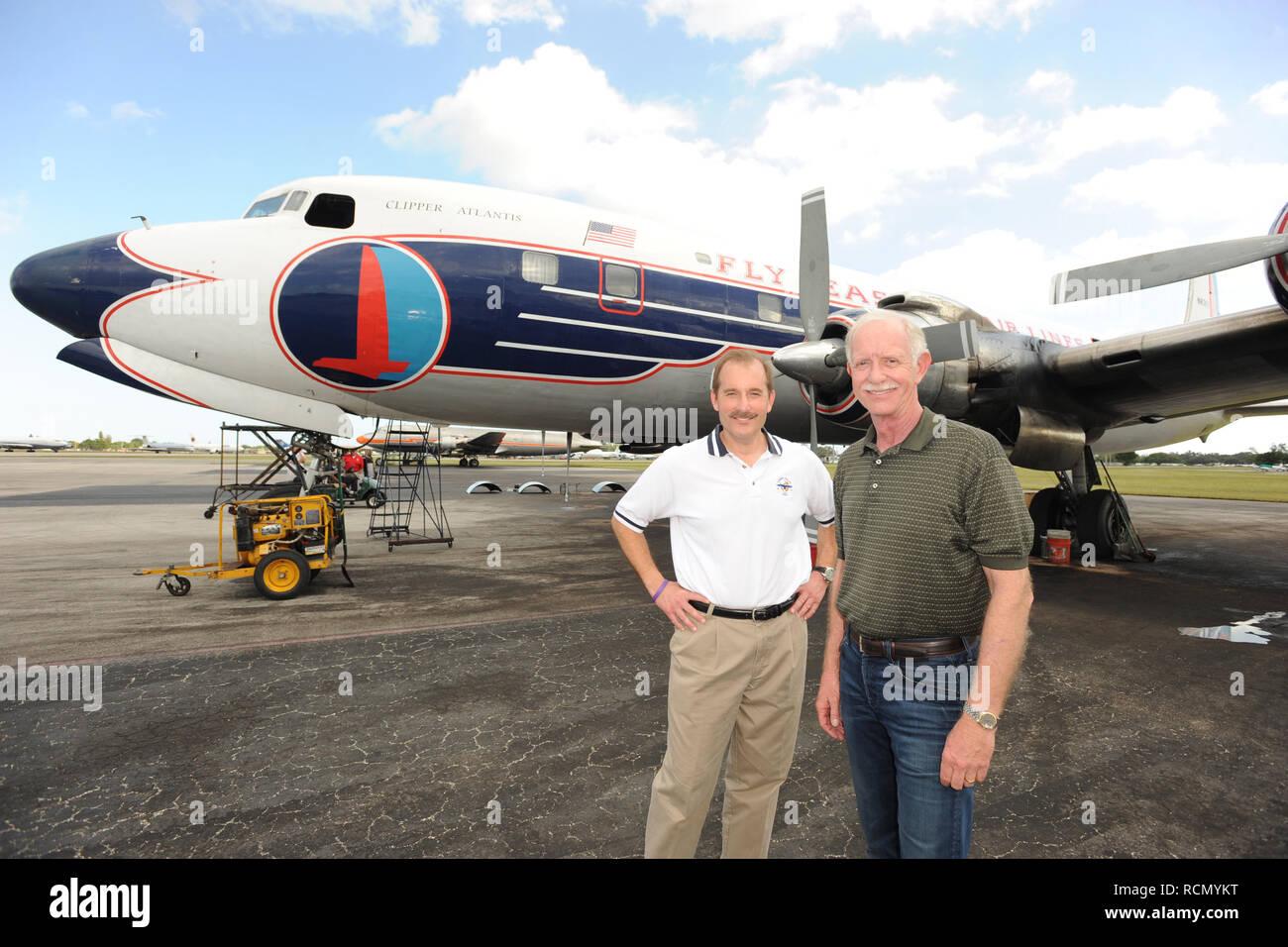 Miami Fl 17 November Captains Ully Sullenberger Und Co Pilot
