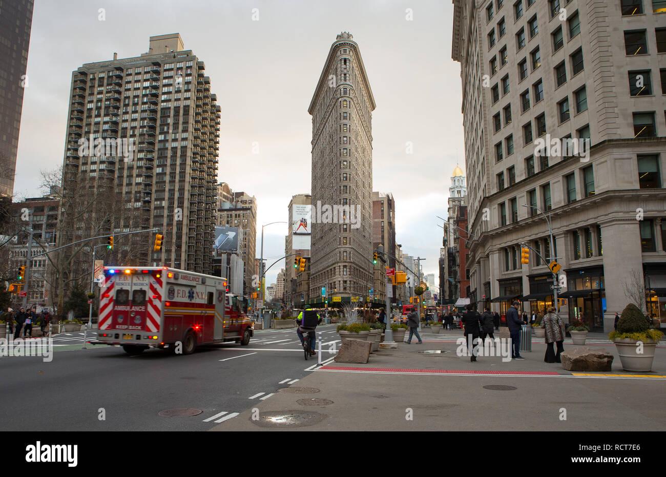 Allgemeine Ansicht GV des Flatiron Building, ursprünglich der Fuller Building, eine dreieckige 22-Story, 285 Fuß (87 m) hoch Stahlrahmen landmarke Stockbild