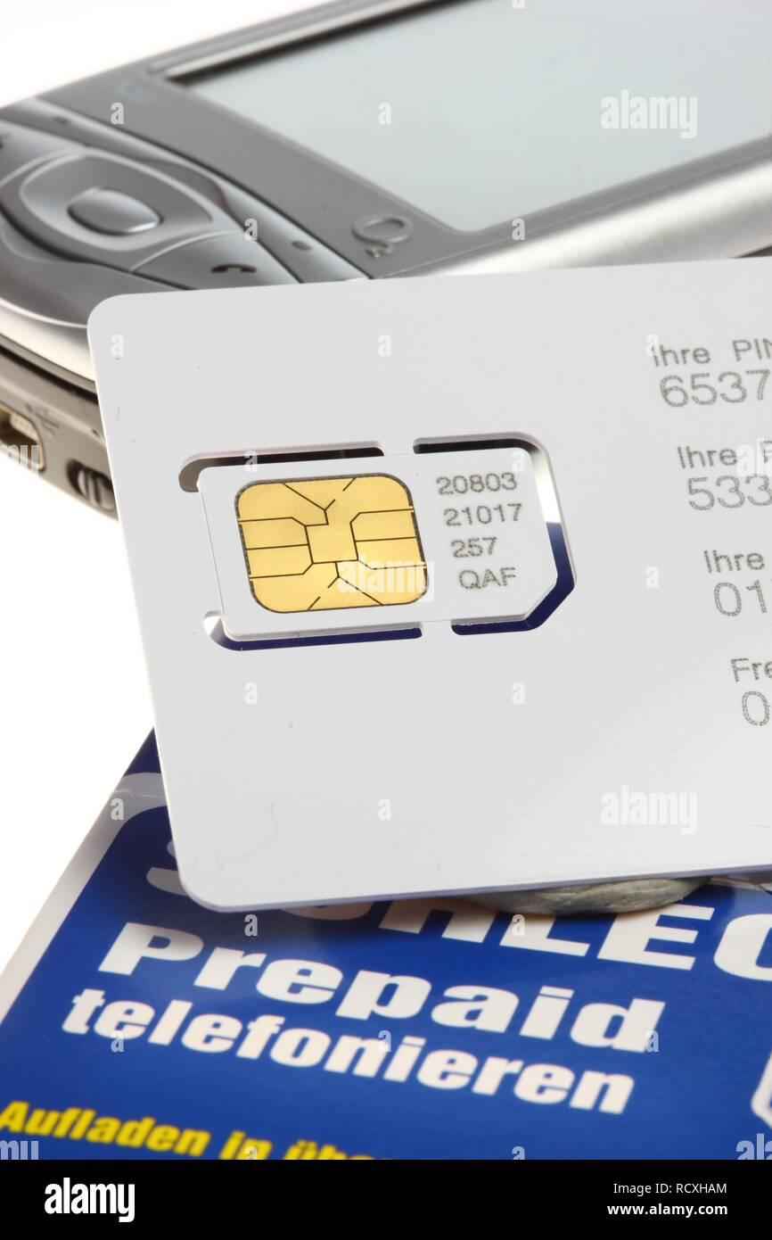 Prepaid Karte Mit Handy.Aufladbare Sim Karte Für Ein Handy Prepaid Kreditkarte Stockfoto
