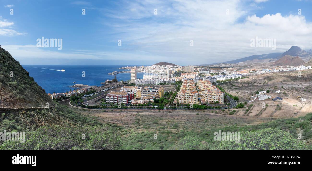 Teneriffa - Panorama von Los Cristianos mit der Fähre anreisen Stockbild