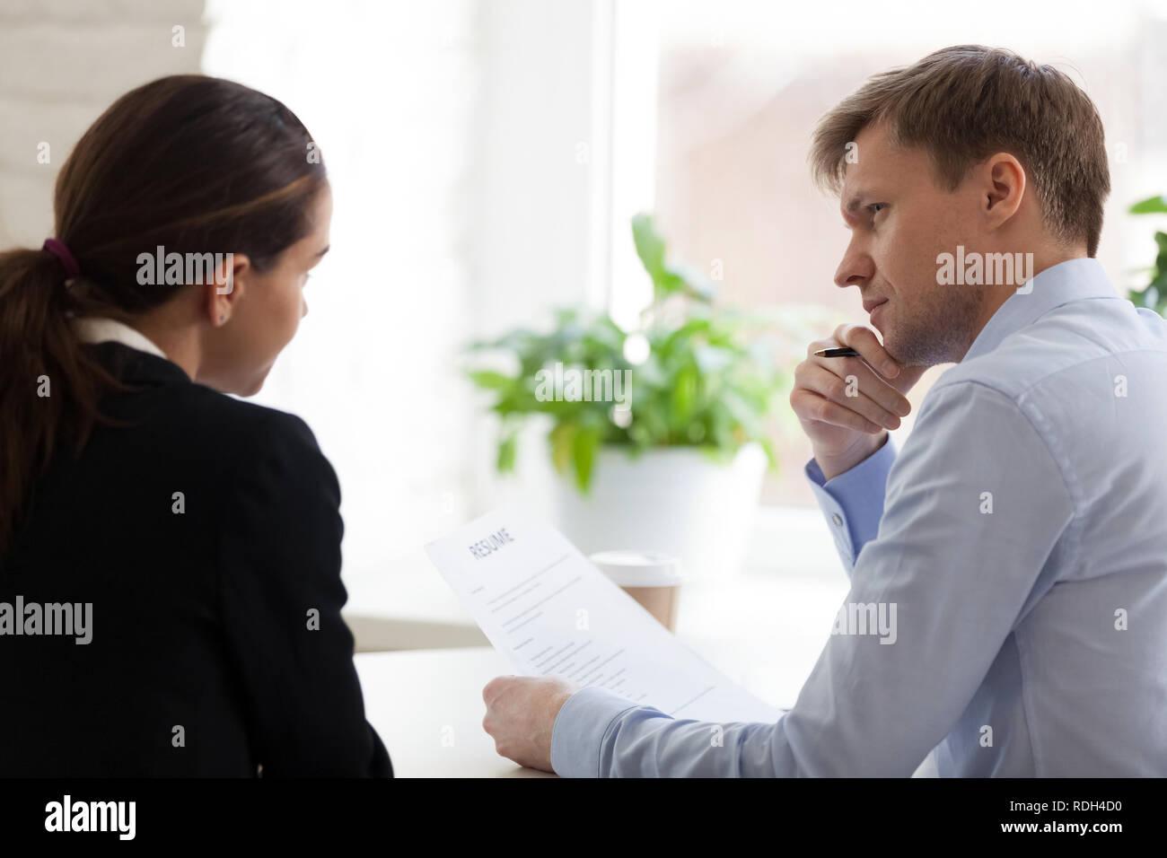 Hr-Manager datiert Mitarbeiter