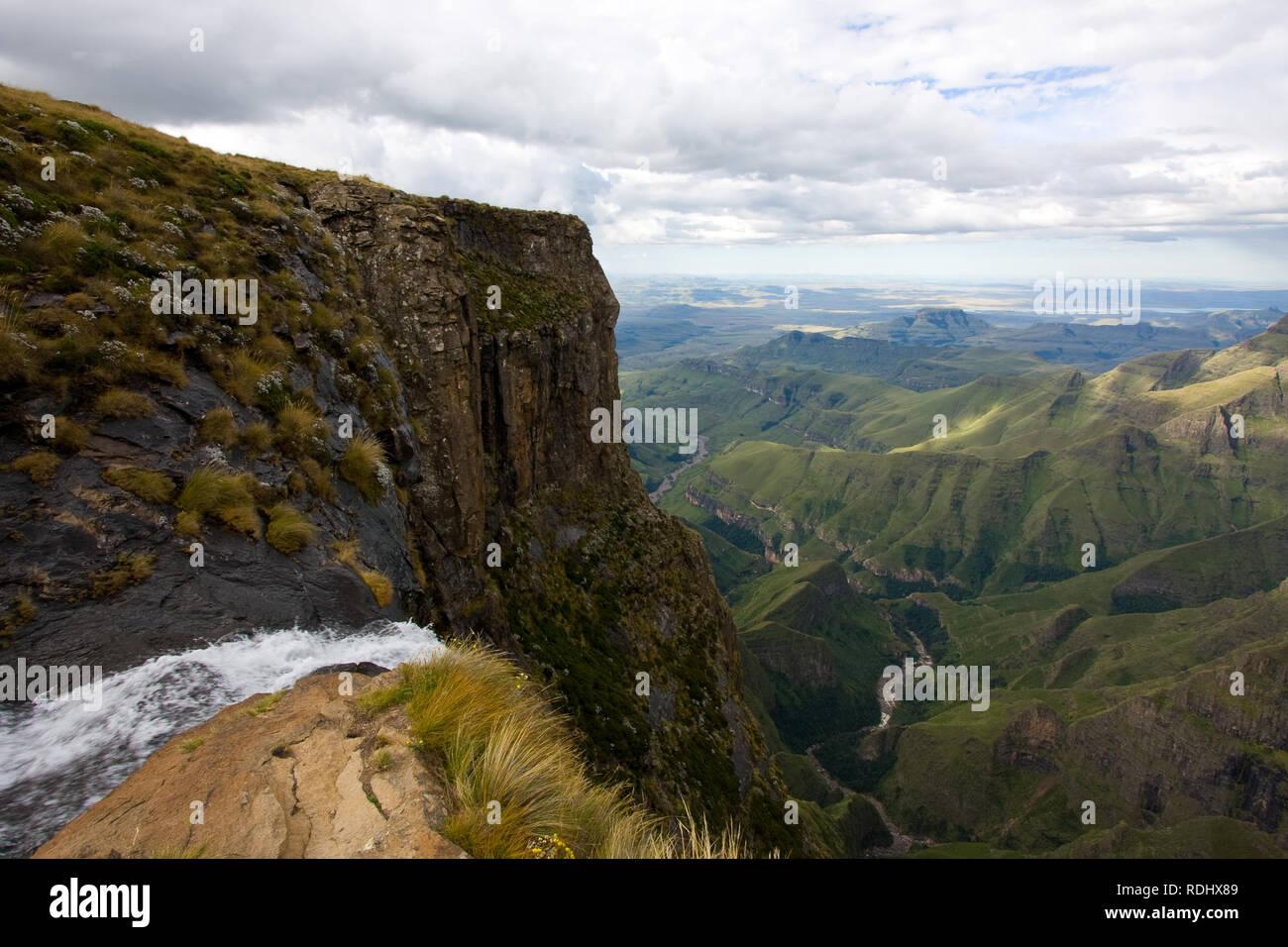 Tugela Wasserfall im Amphithetaer, Drakensberge, Royal Natal National Park, KwaZulu-Natal, Südafrika ist der zweithöchste Wasserfall der Erde Stockfoto