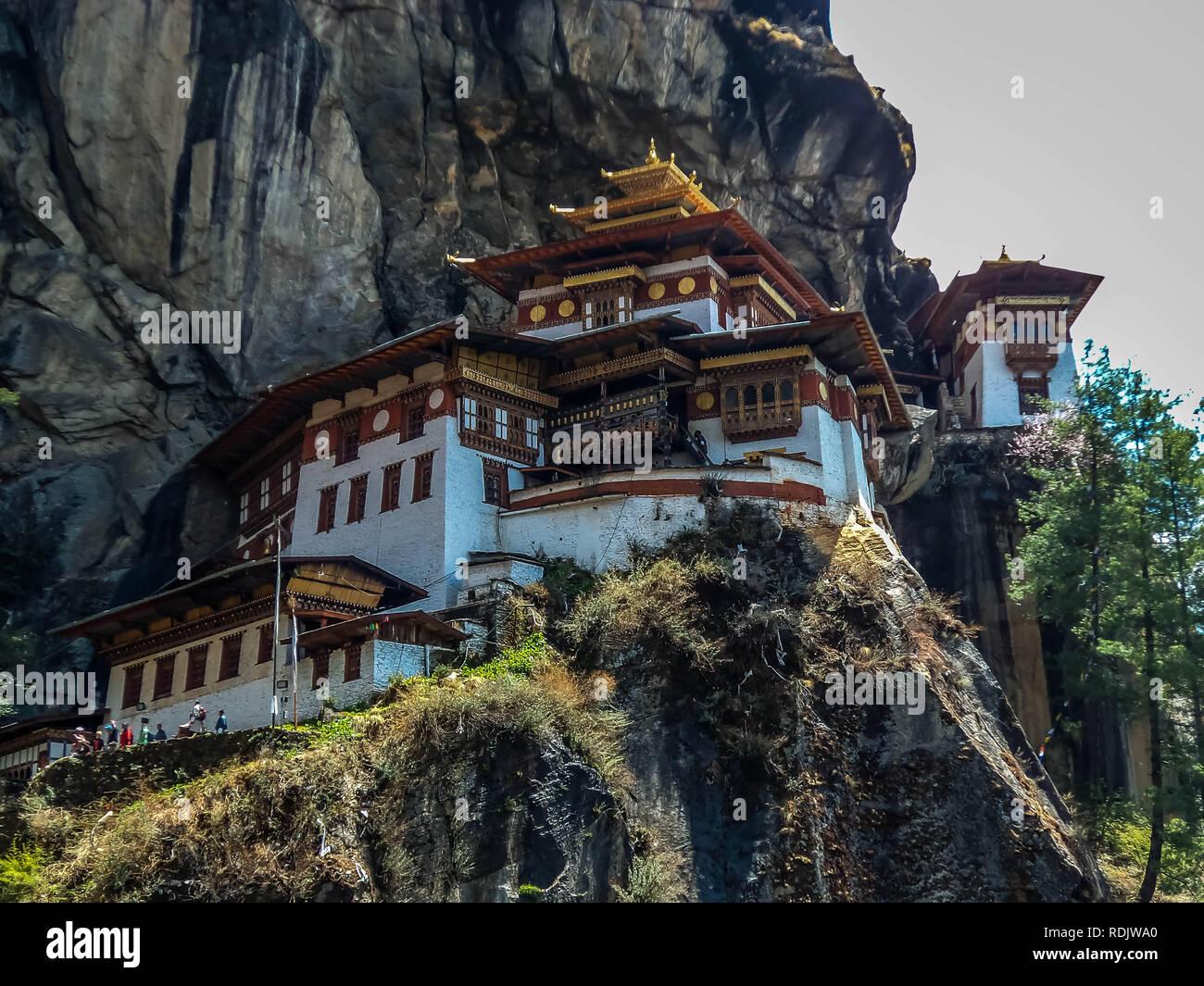 Blick auf Taktshang Kloster oder Tiger Nest auf dem Berg in Paro, Bhutan Stockfoto
