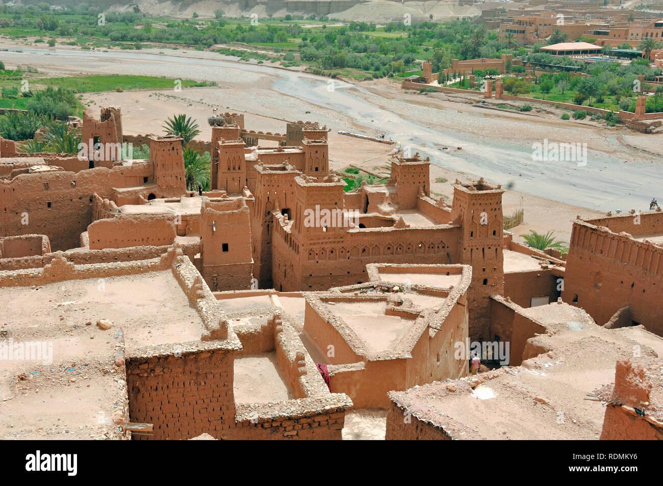 Dächer von Ksar Aït-Ben-Haddou aka Ait Benhaddou, einem Adobe Erde Lehm gebaut befestigte Dorf oder Ighrem, und beliebter Drehort Marokko Stockbild