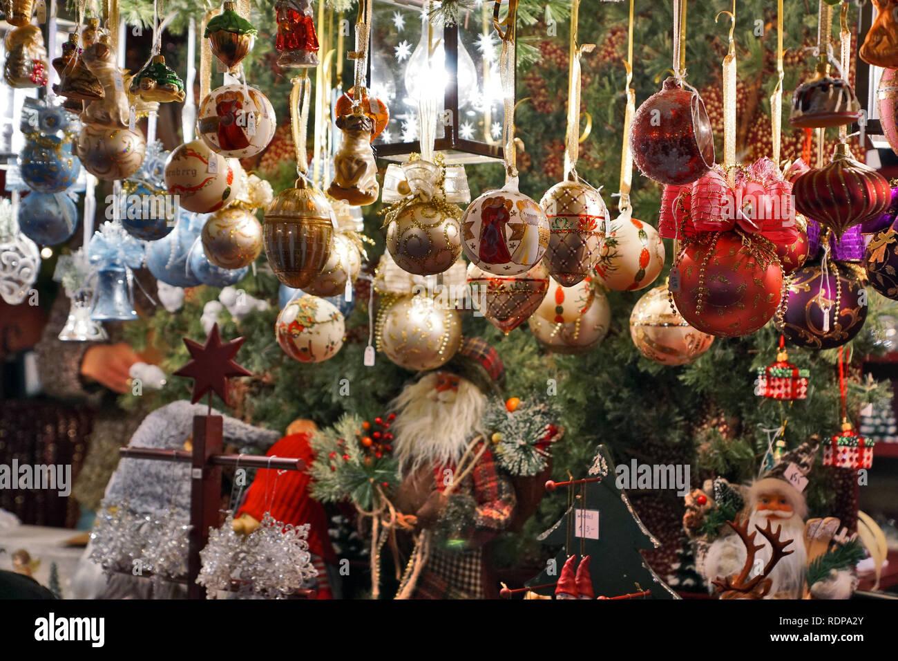 Weihnachtsdeko Straßenbeleuchtung.Adventsgeschäft Stockfotos Adventsgeschäft Bilder Alamy